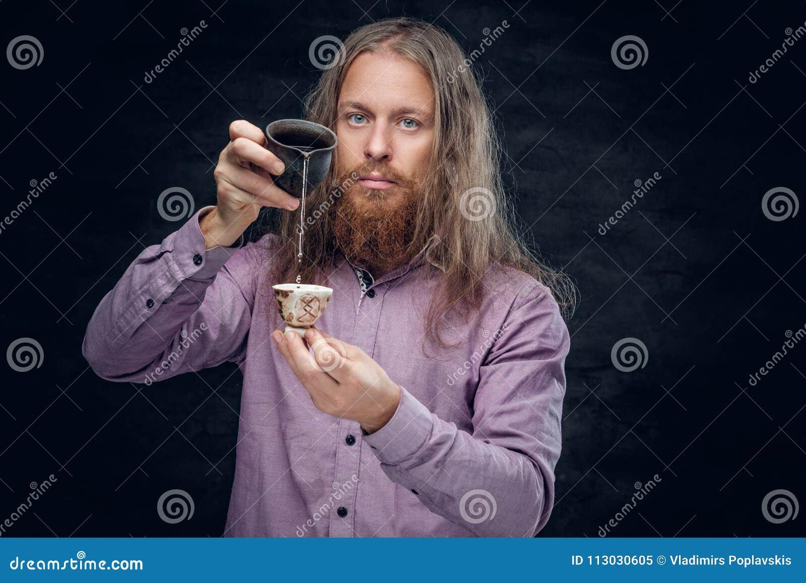 Varón barbudo positivo