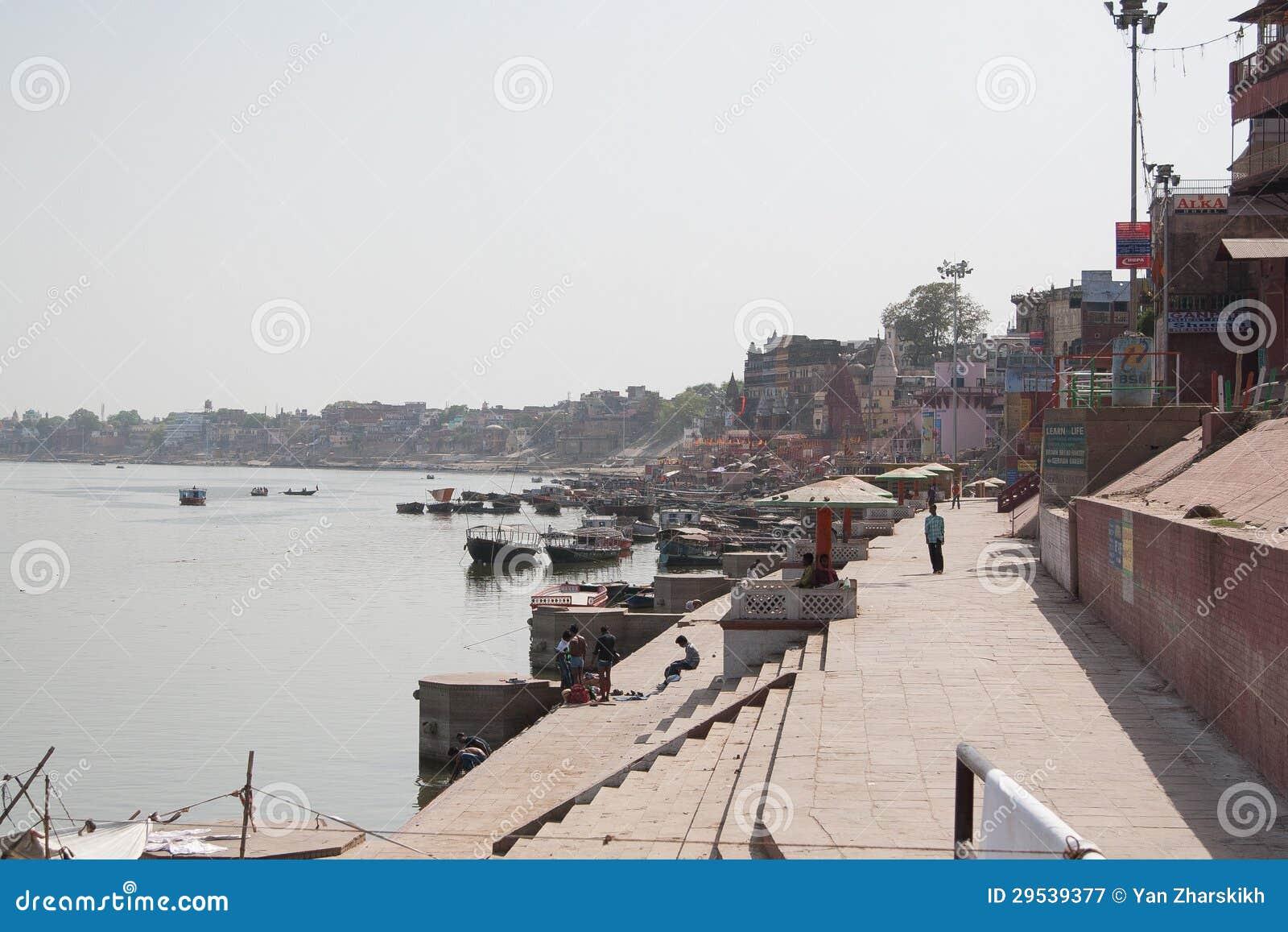 Varanasi que os ghats de Ganges vêem
