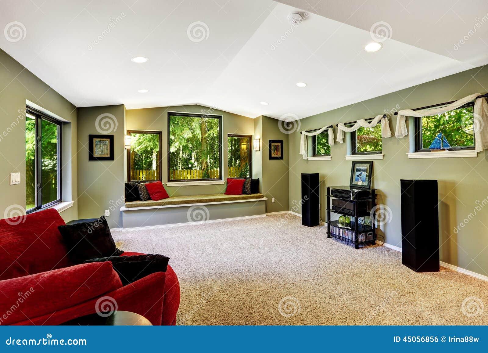 Vardagsrum i grön färg med sammanträdebänken arkivfoto   bild ...