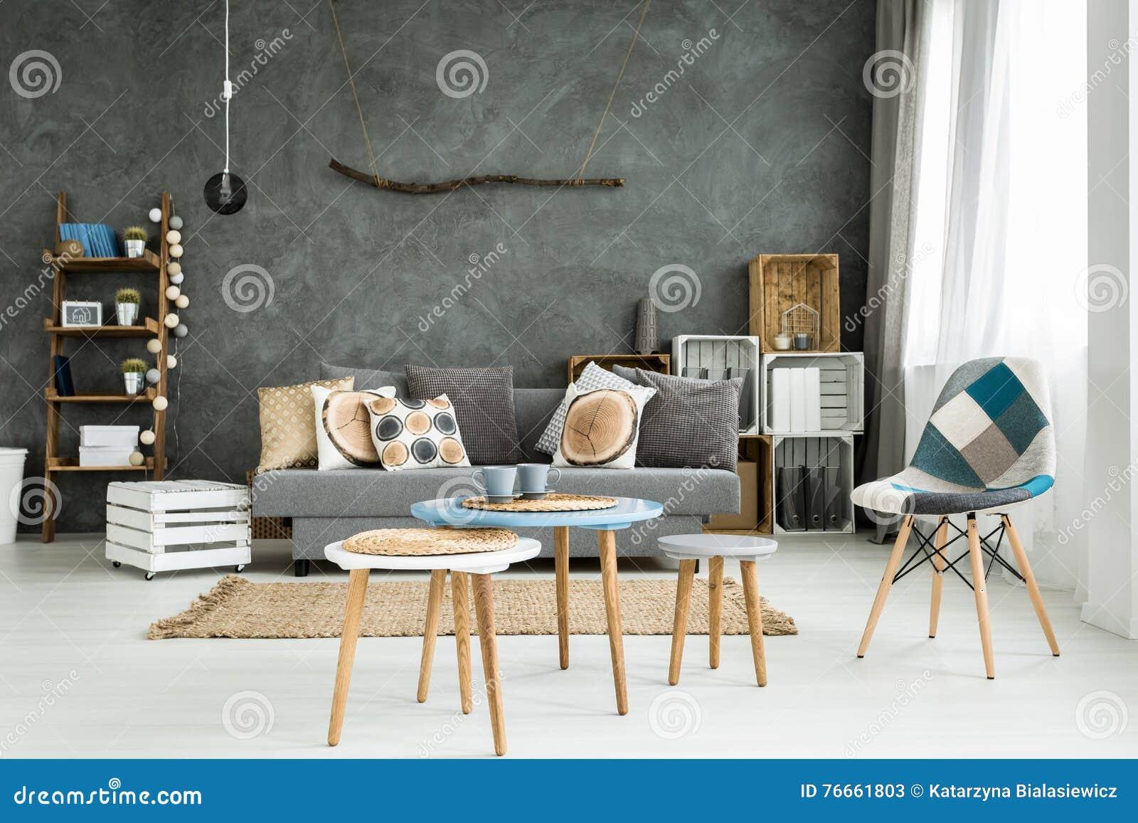 Vardagsrum i minimalistic stil arkivfoto   bild: 76661803