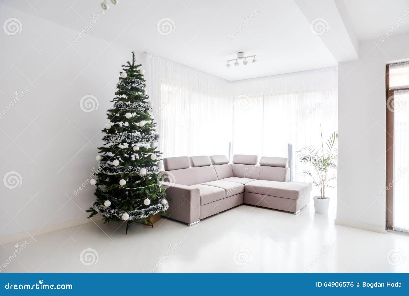 Bekvämt stort vardagsrum arkivbild   bild: 4430062