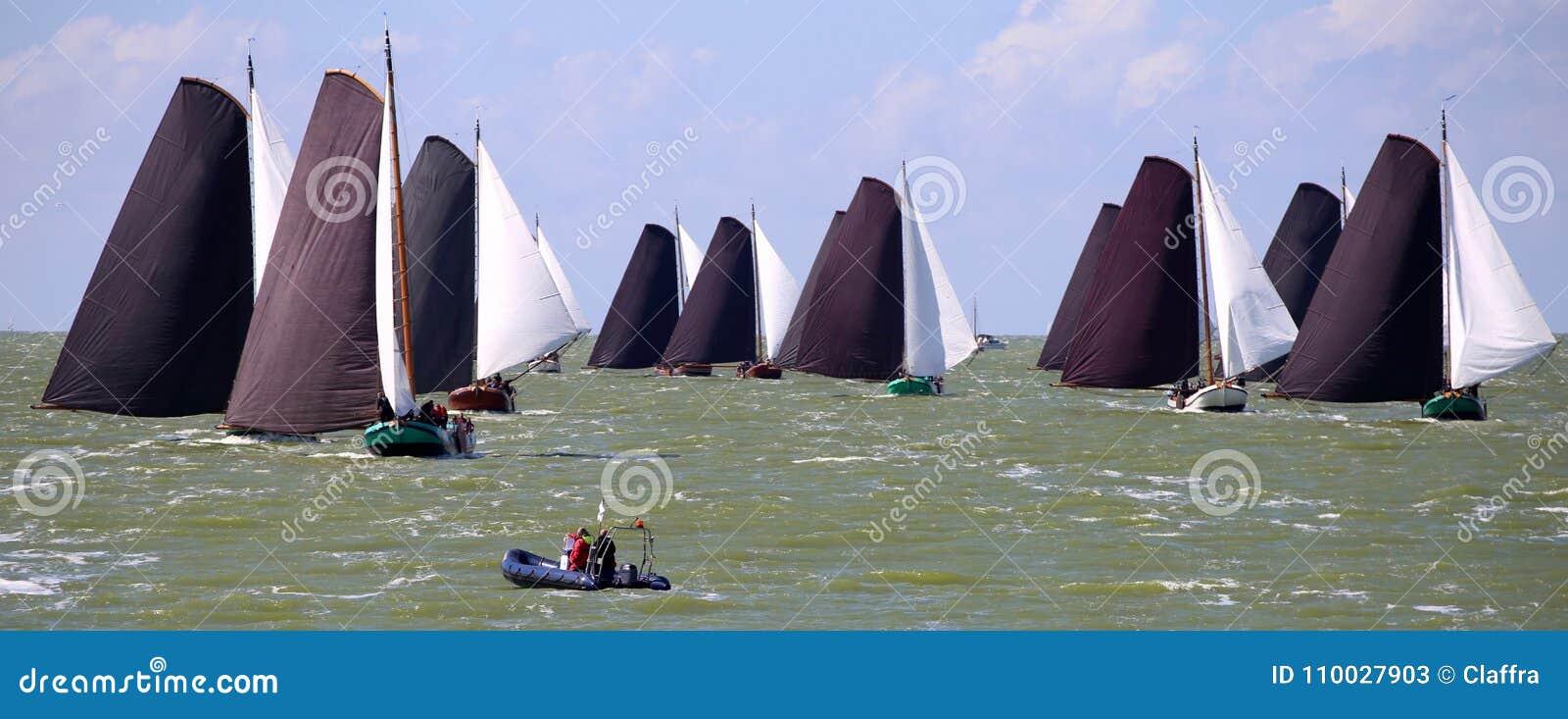 Varende schepen in de jaarlijkse concurrentie