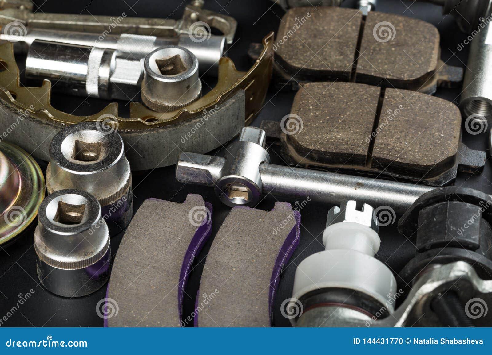Vari parti e strumenti dell automobile