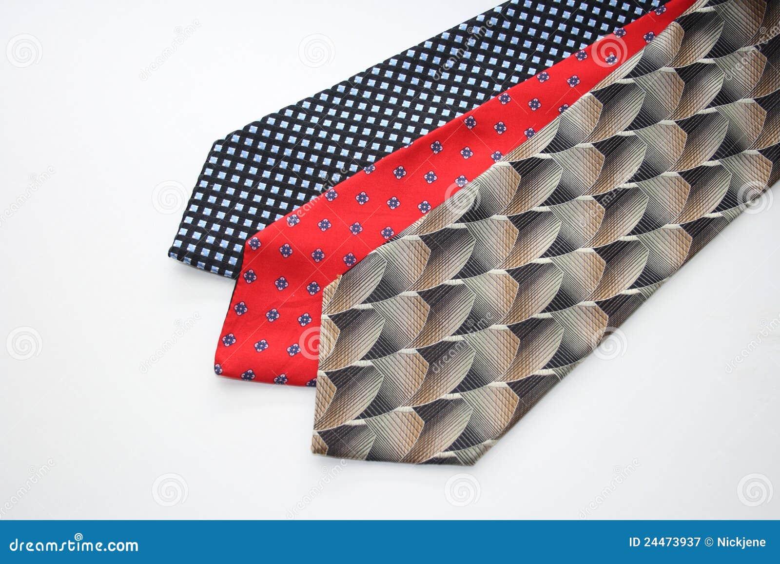 Varias corbatas del mens