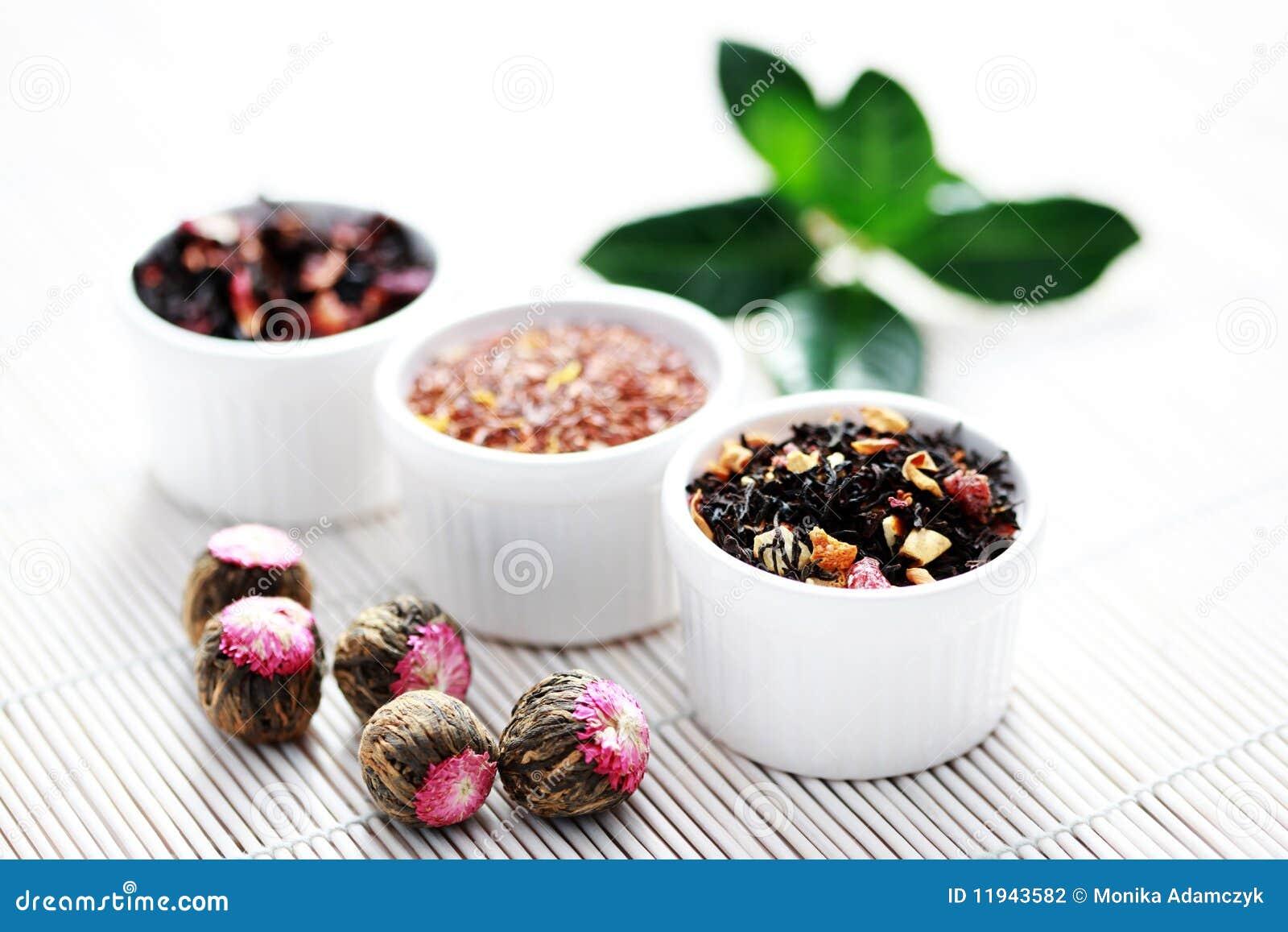 Varias hojas de té