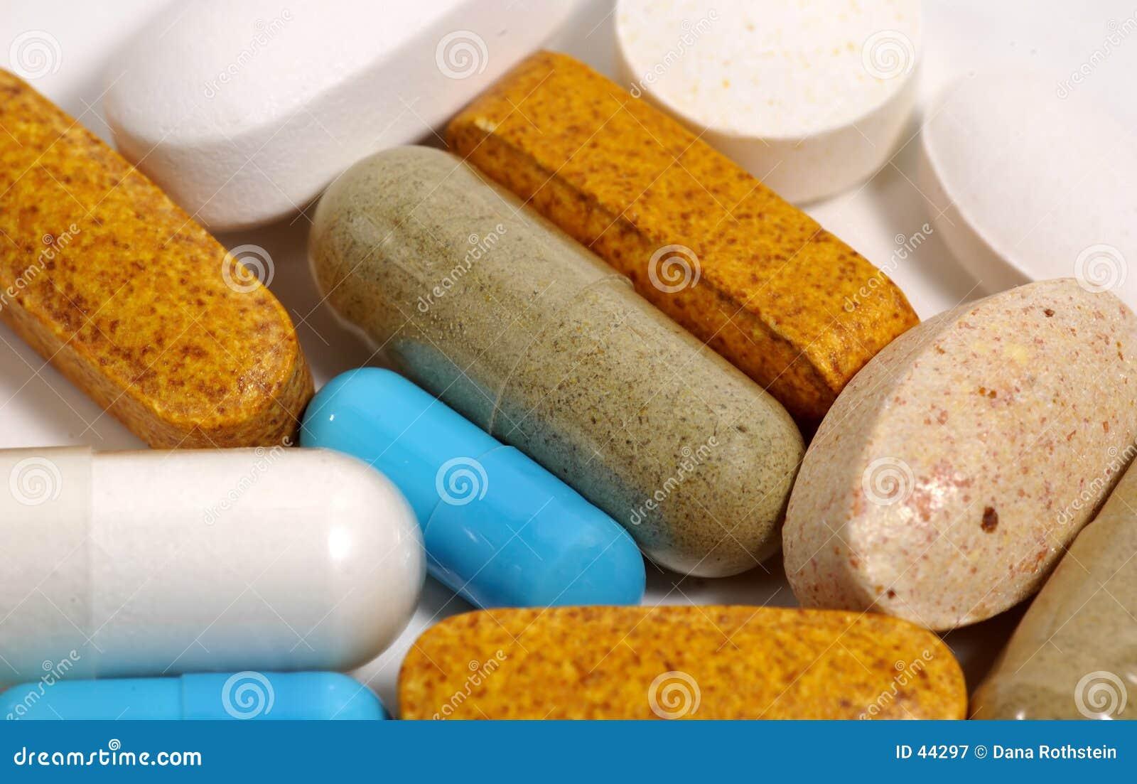 Download Varias píldoras imagen de archivo. Imagen de aspirin, vitaminas - 44297