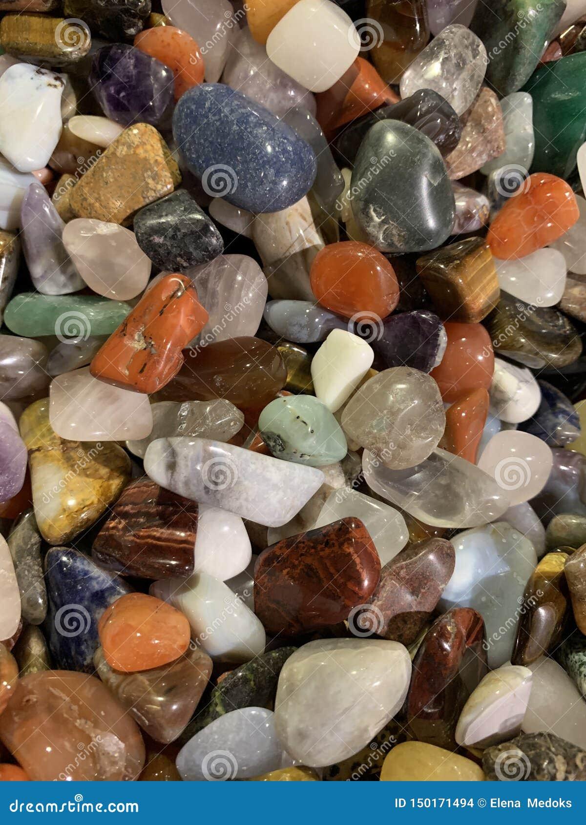 Varie di gemme colorate multi L occhio della tigre, ametista, quarzo rosa, aventurine, giadeite, topazio, opale nero, pietra di l
