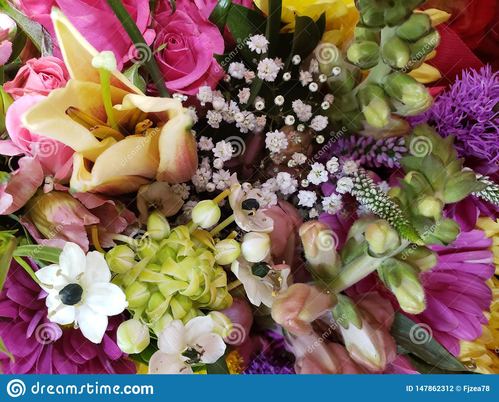 Variedad de flor en un ramo floral para el regalo del amor, del fondo y de la textura