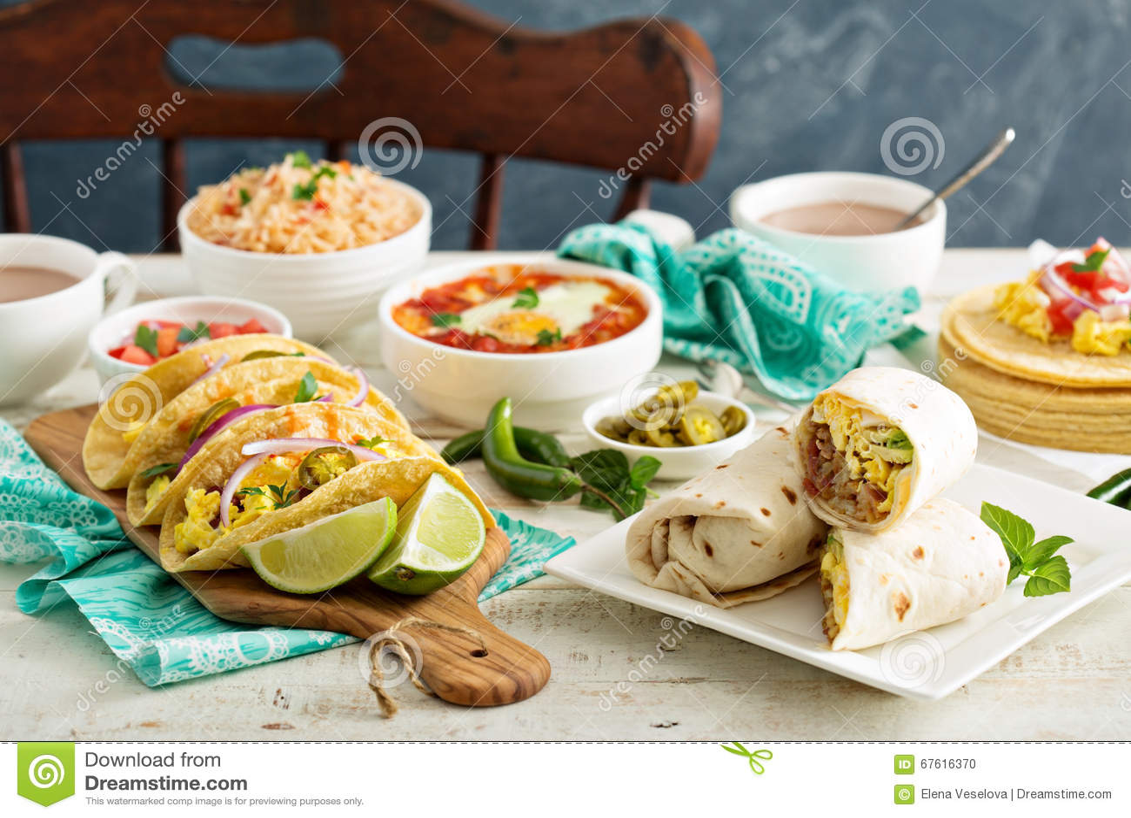 Variedad de platos mexicanos de la cocina en una tabla for Platos cocina