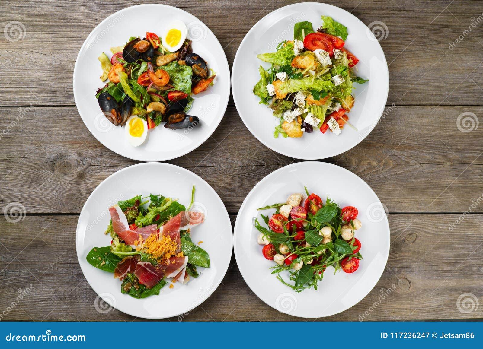 Variedade da configuração do plano das saladas do legume fresco