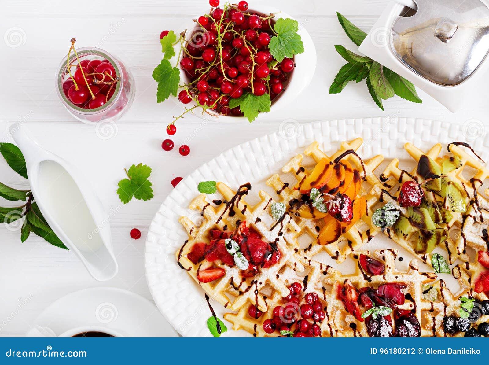 Variedade de bolachas belgas com berrie