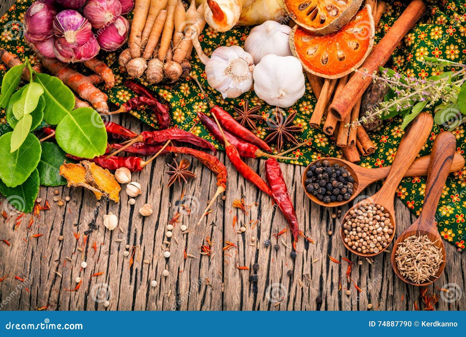 Variedade do alimento tailandês que cozinha ingredientes Ing vermelho da pasta do caril
