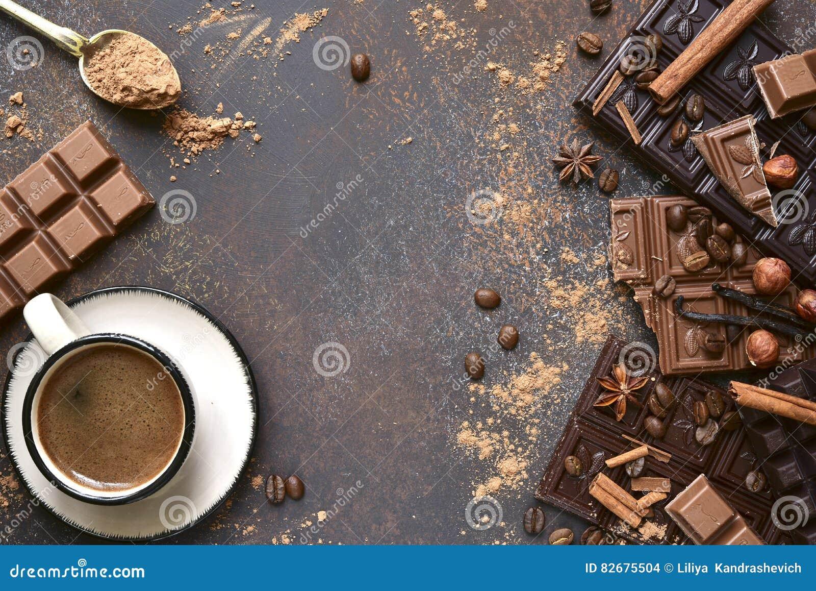 Varietà di barre di cioccolato con le spezie Vista superiore