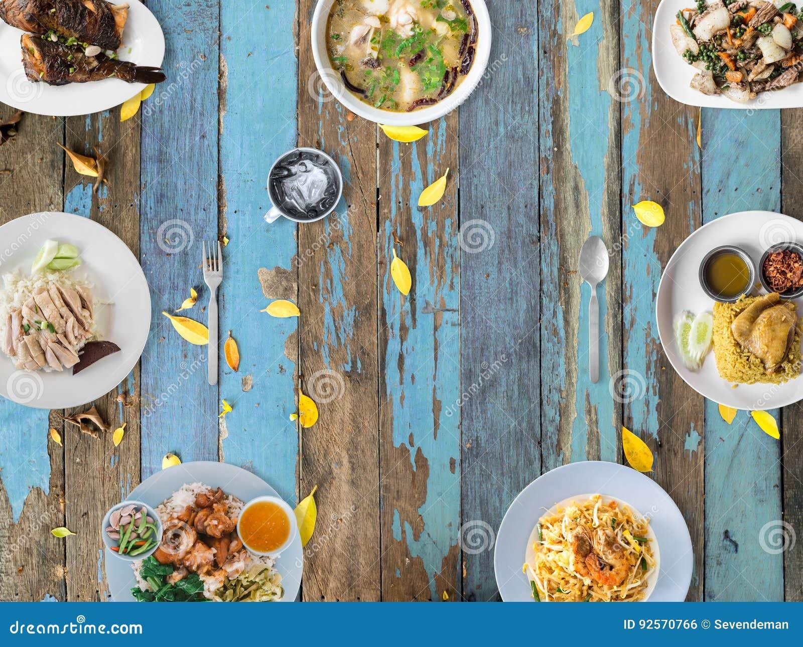 Varietà di piatti tailandesi di tradizione
