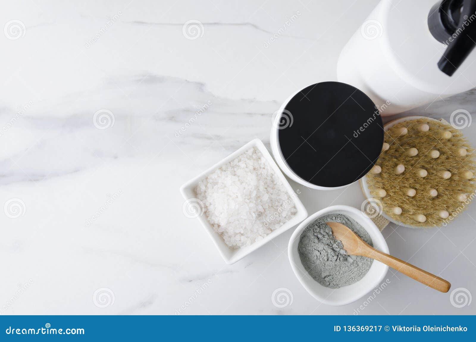 Vario delle bottiglie con sciampo, balsamo per capelli, argilla per la spazzola del fronte, del sale da bagno e del corpo Concett