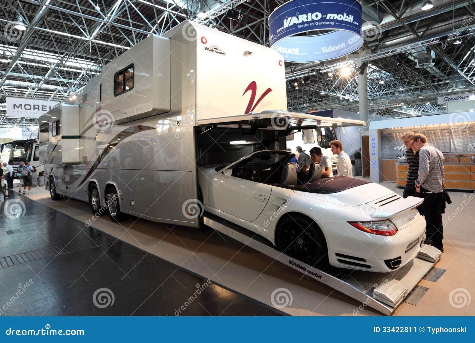 Vario mobil rv con costruito in garage fotografia for Planimetrie del garage rv