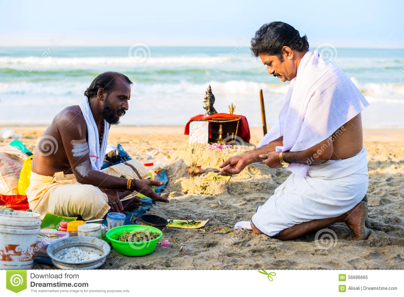Varkala India  City new picture : Varkala, India Februari 22, 2013: Hindoese Brahmaan met godsdienstig ...