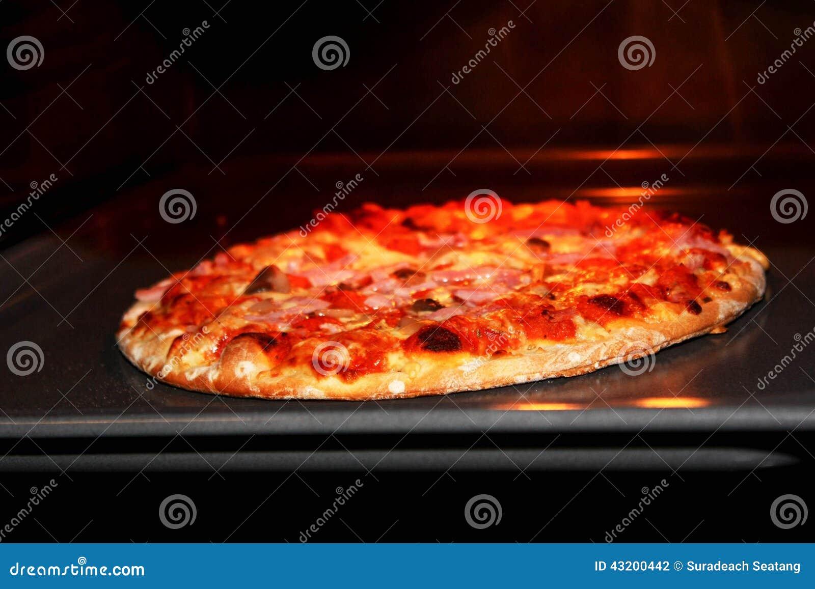Download Varm pizza arkivfoto. Bild av bakar, värme, italienare - 43200442