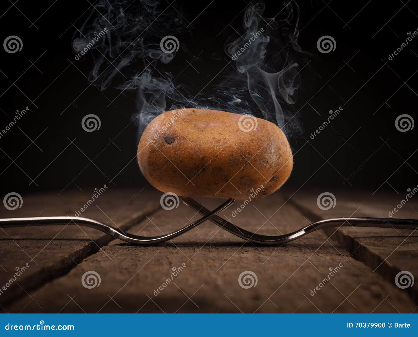Varm potatis på gafflar