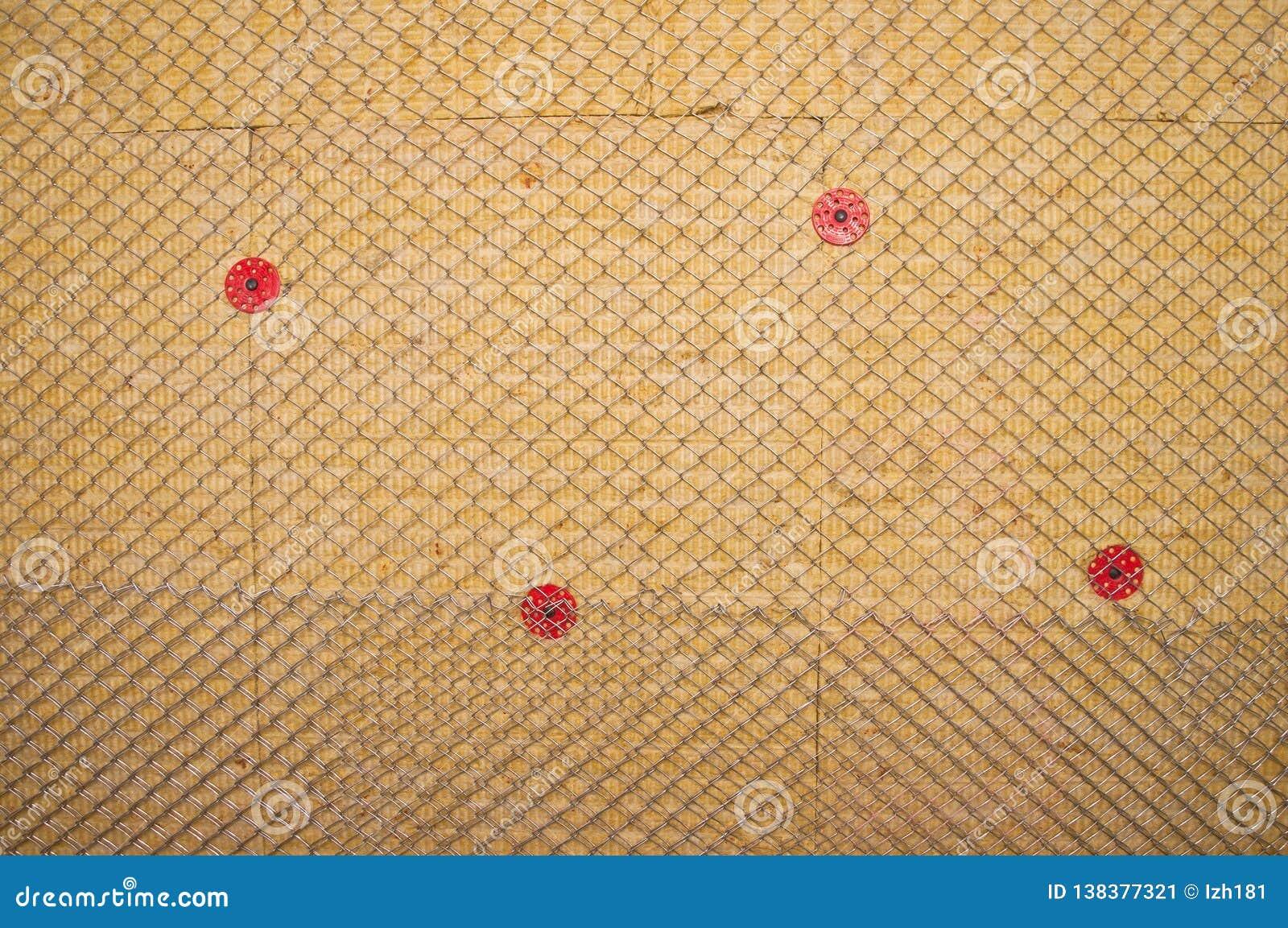 Varm vägg som isoleras med stenull