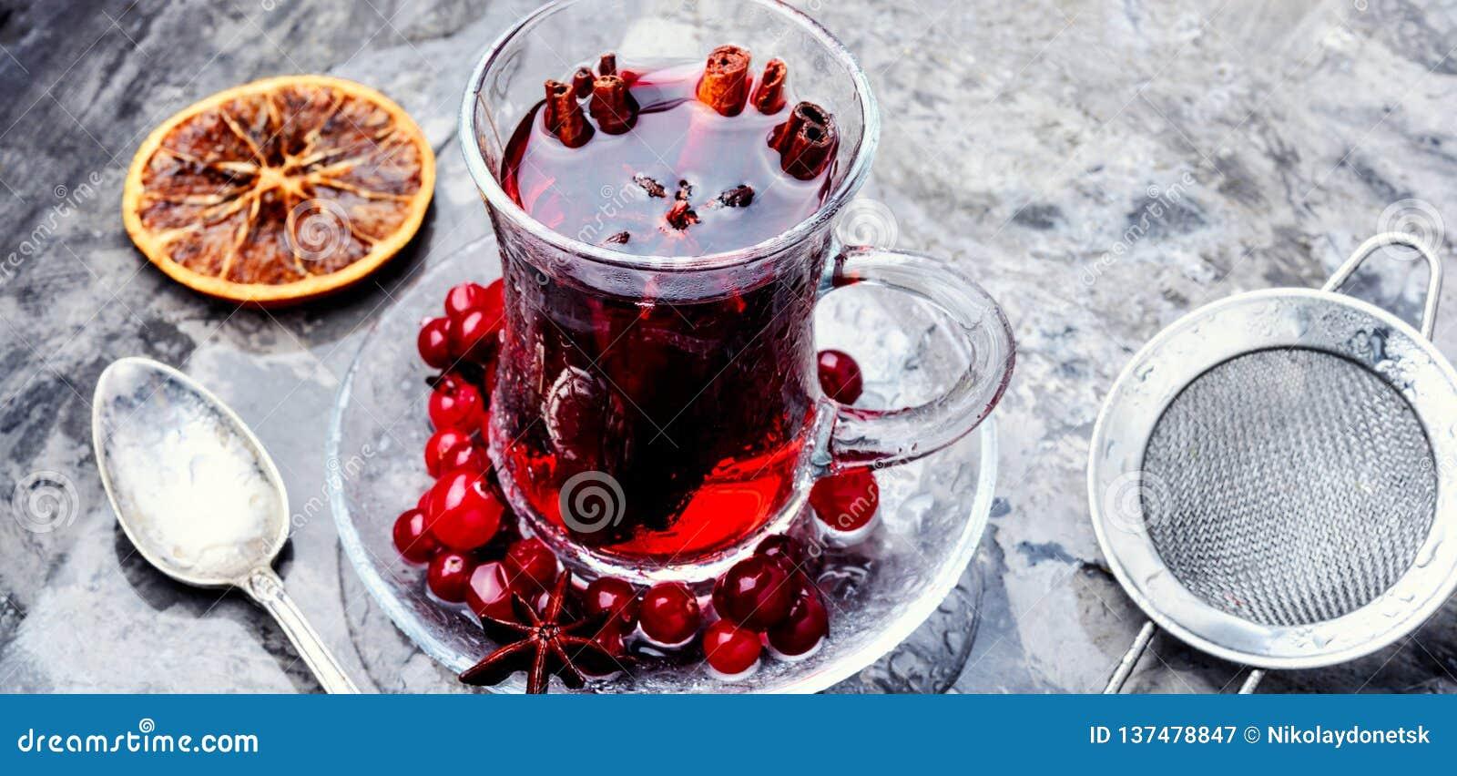 Varmt te med tranbäret