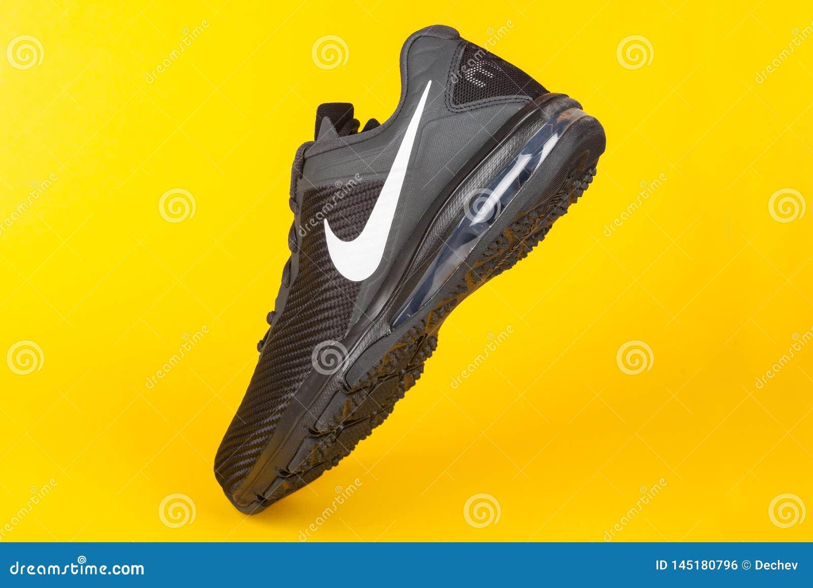 infinito Grapa Cabeza  VARNA, BULGARIA Studio Shot - MARCH 15, 2019 : NIKE AIR MAX FULL RIDE Sport  Shoe, On Yellow Background, Product Shot. Nike Is Editorial Photo - Image  of nike, fitness: 145180796