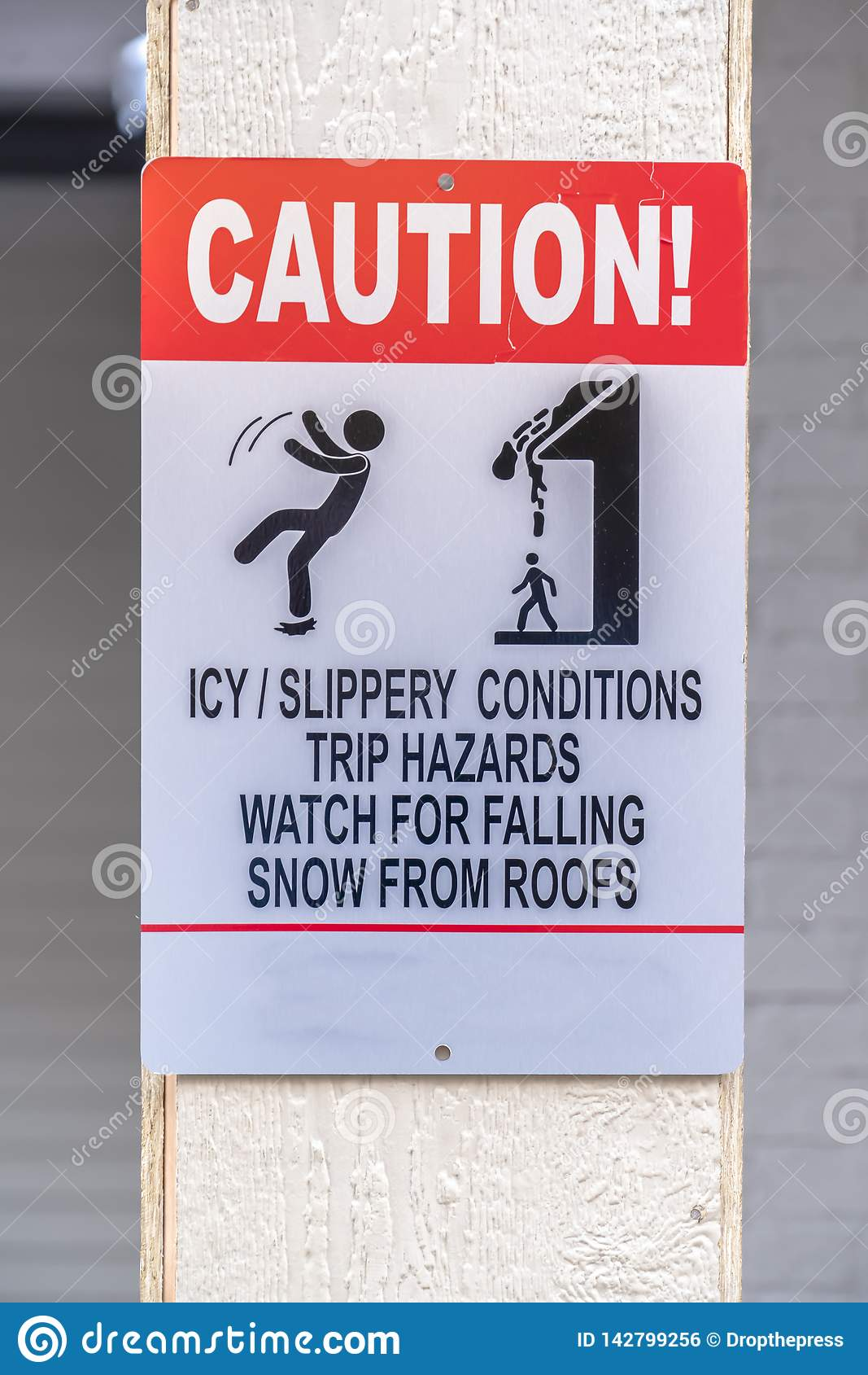 Varningstecken på halt och snöig område i vinter