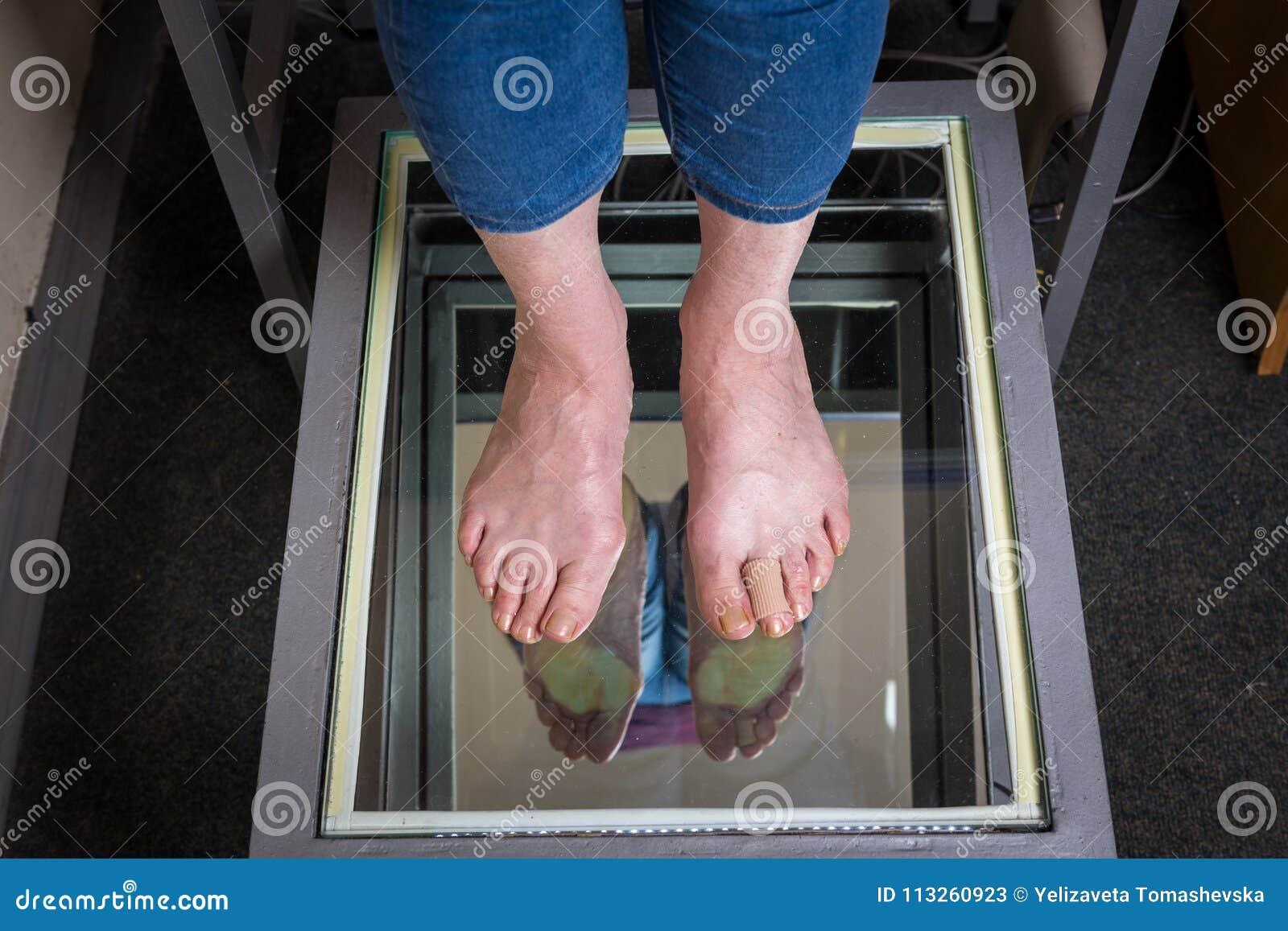 Varredura do pé de Digitas da etapa, varredura do pé de Orthotics para palmilhas feito-à-medida da sapata, postura e análise do e