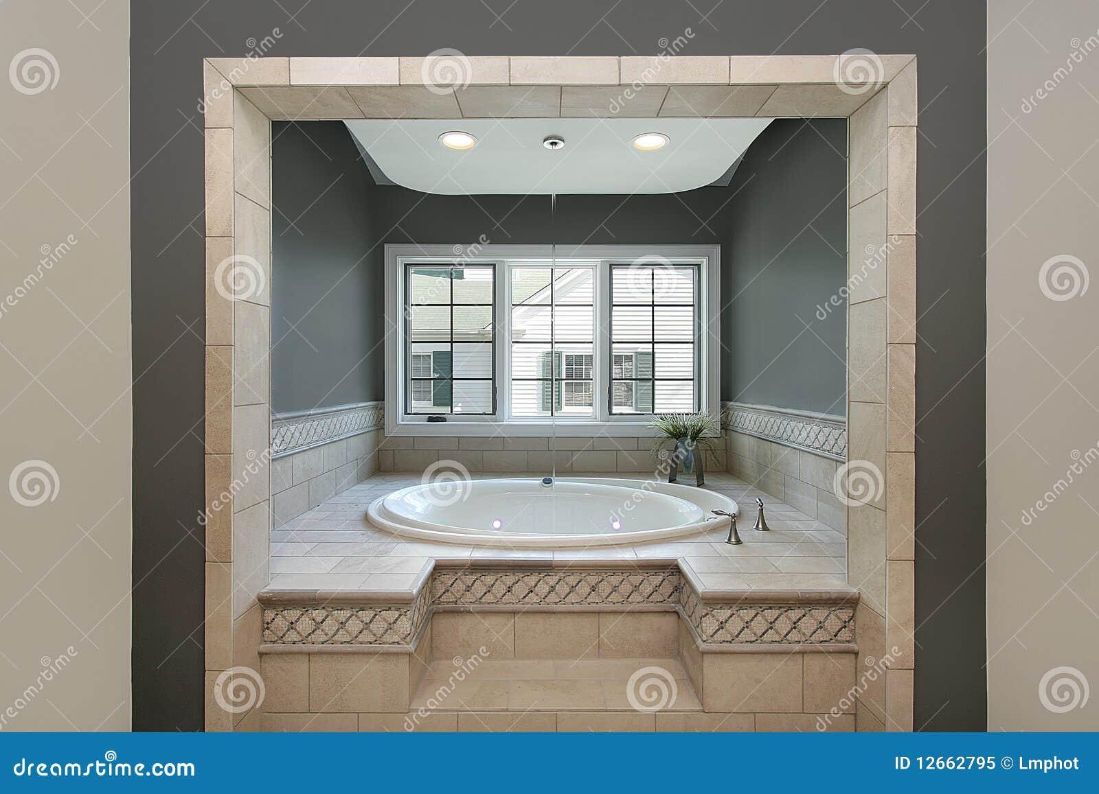 Vasca circolare nel bagno matrice fotografia stock libera da diritti immagine 12662795 - Vasca da bagno circolare ...