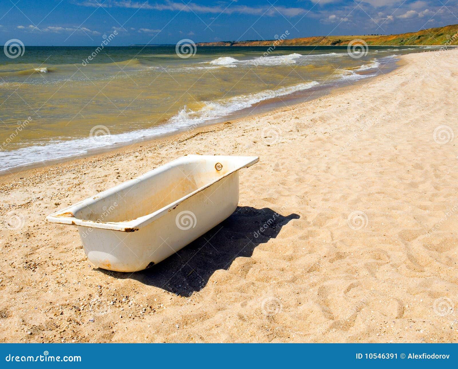 Vasca da bagno immagine stock immagine di ridicolo - Vasca da bagno vecchia ...