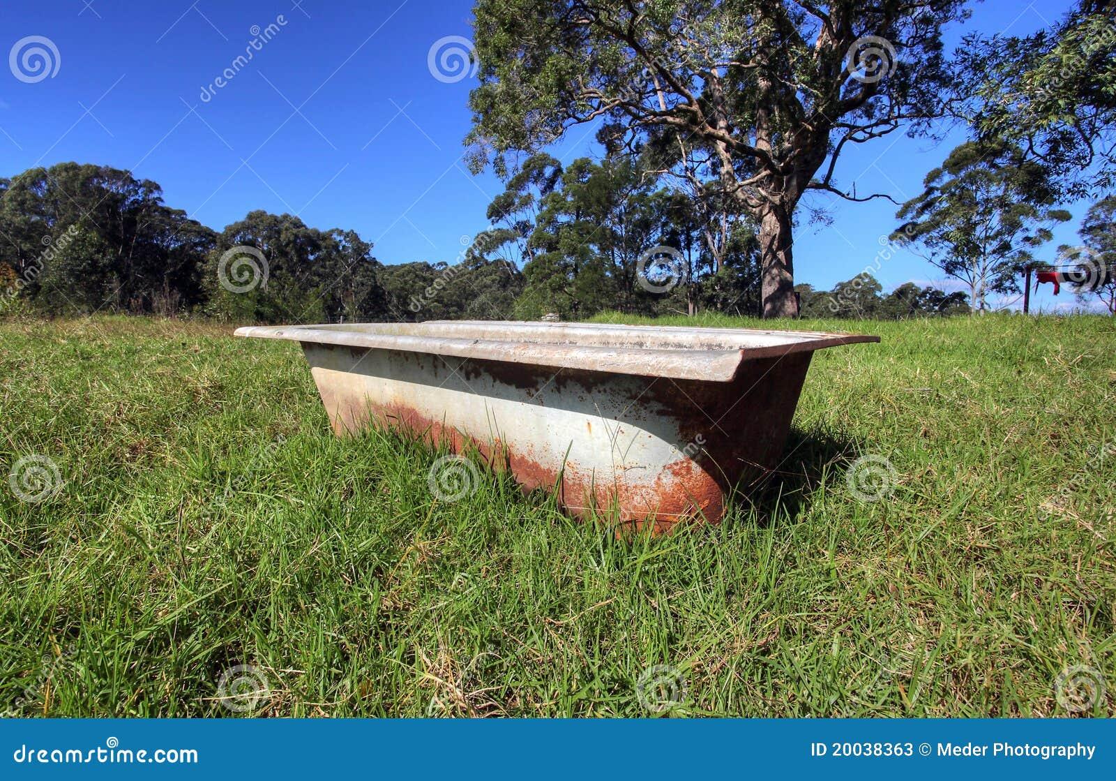 Vasca Da Bagno Arrugginita : Vasca da bagno immagine stock immagine di rubinetti