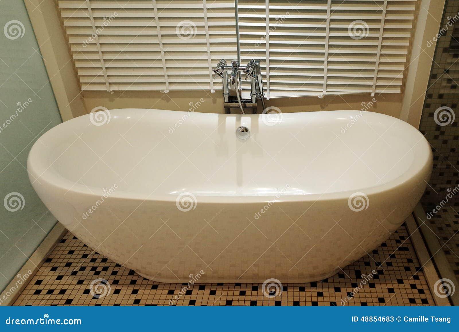 Vasca Da Bagno Disegno : Vasca da bagno bianca immagine stock immagine di disegno