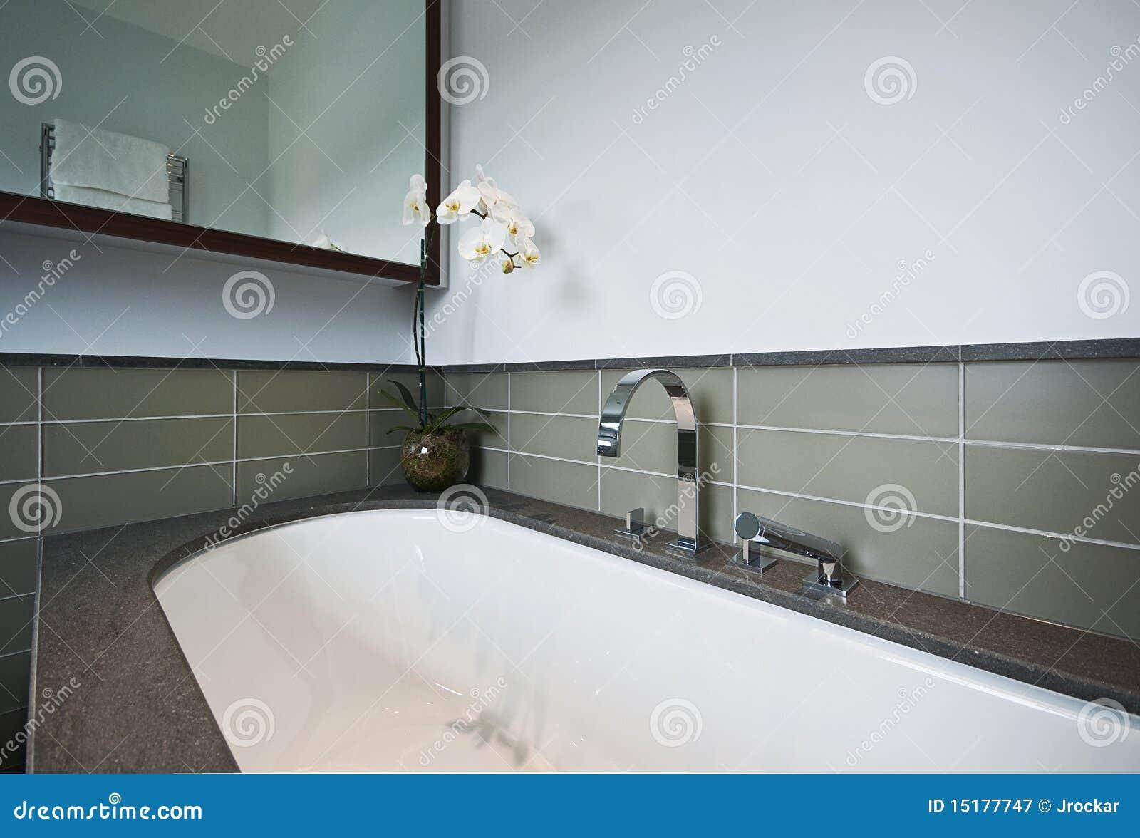 Vasca da bagno di lusso con rivestimento di pietra - Vasca da bagno in pietra ...