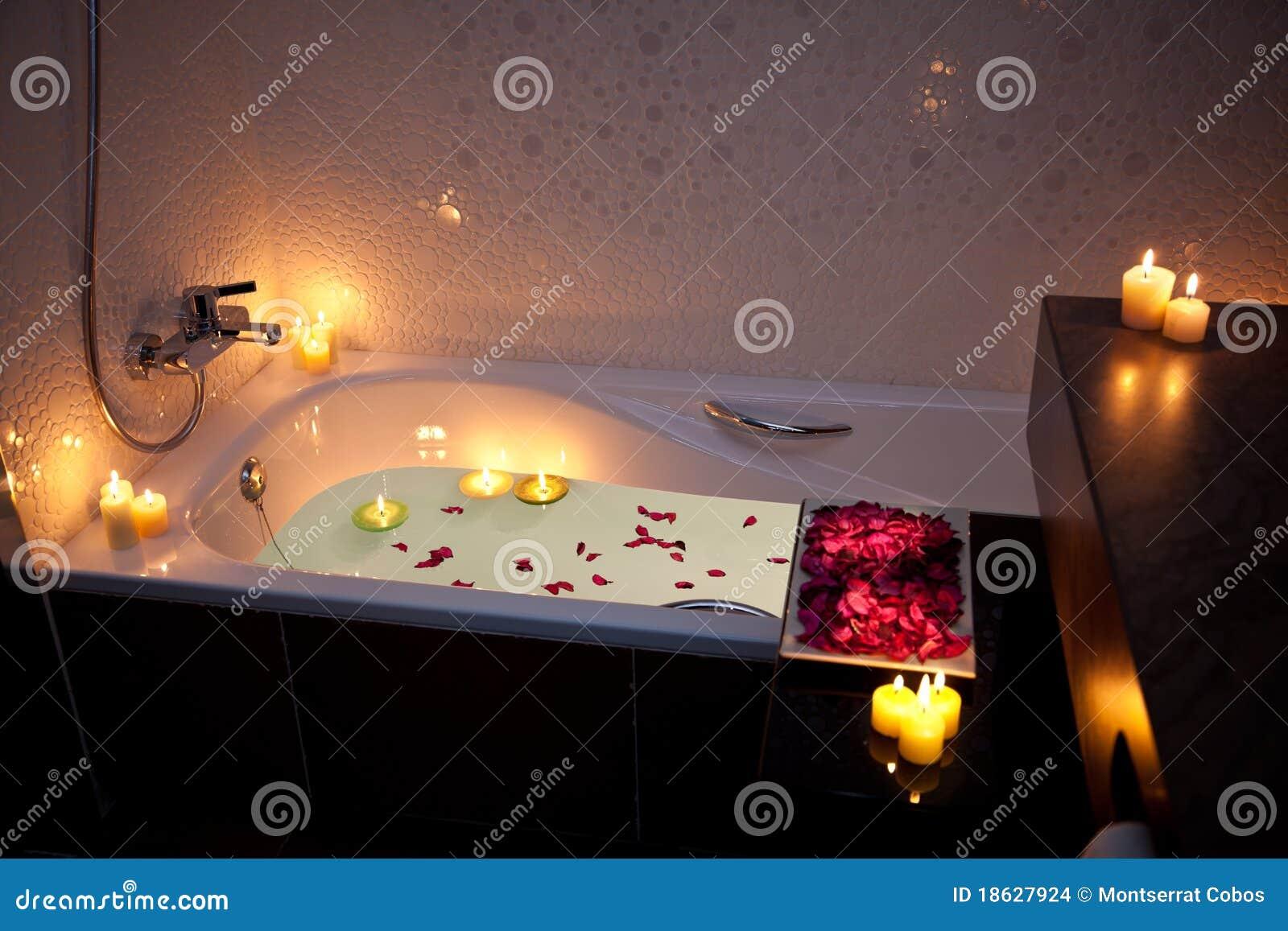 Vasca Da Bagno Romantica Con Candele : Vasca da bagno romantica le migliori idee per la tua design per
