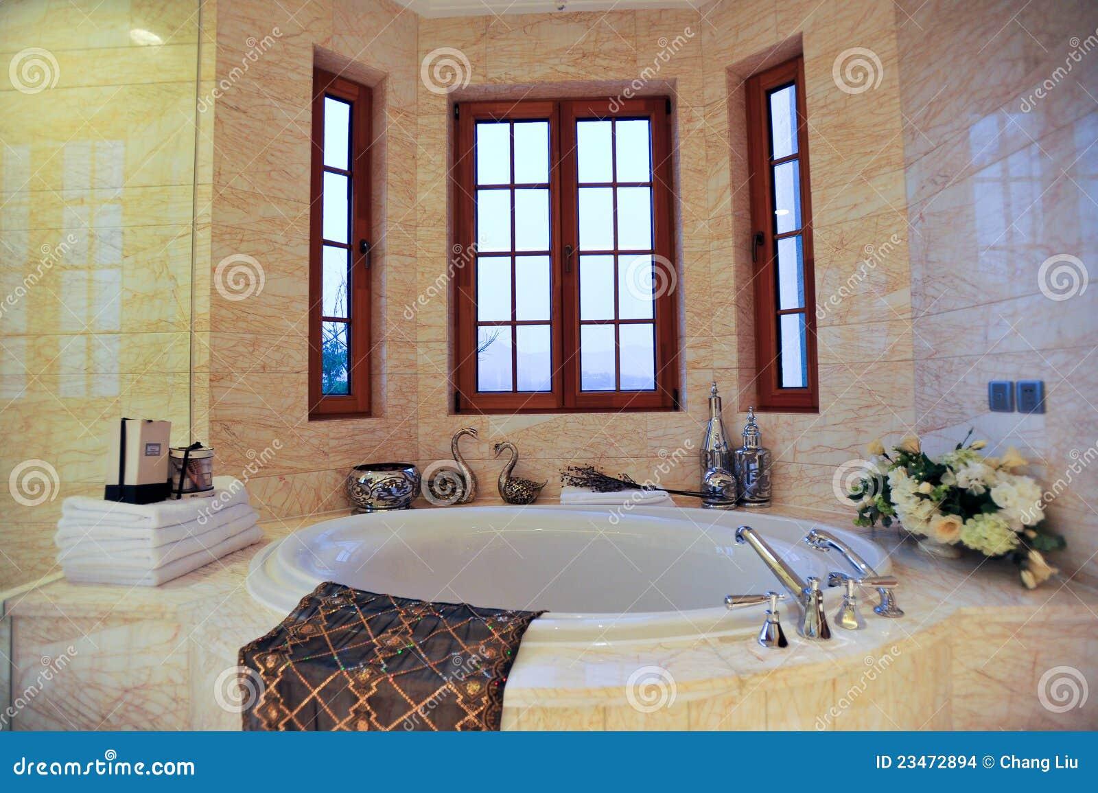 Vasca da bagno rotonda immagini stock immagine 23472894 - Vasca da bagno immagini ...