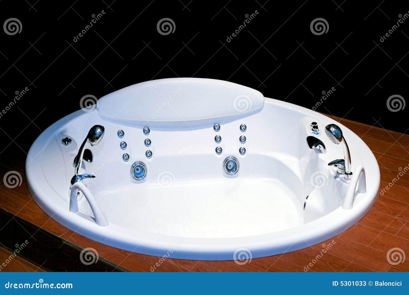 Vasca Da Bagno Rotonda Prezzi : Vasca da bagno rotonda immagine stock immagine di bathroom