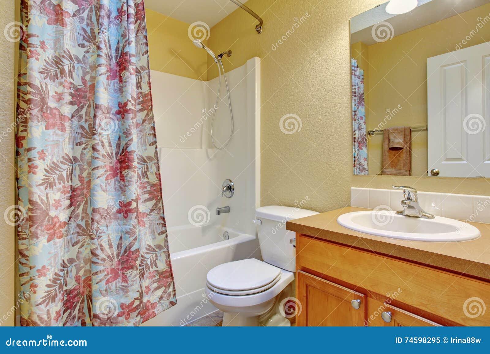 Toilette Da Bagno : Vasca da bagno toilette e lavandino bianchi interni del bagno