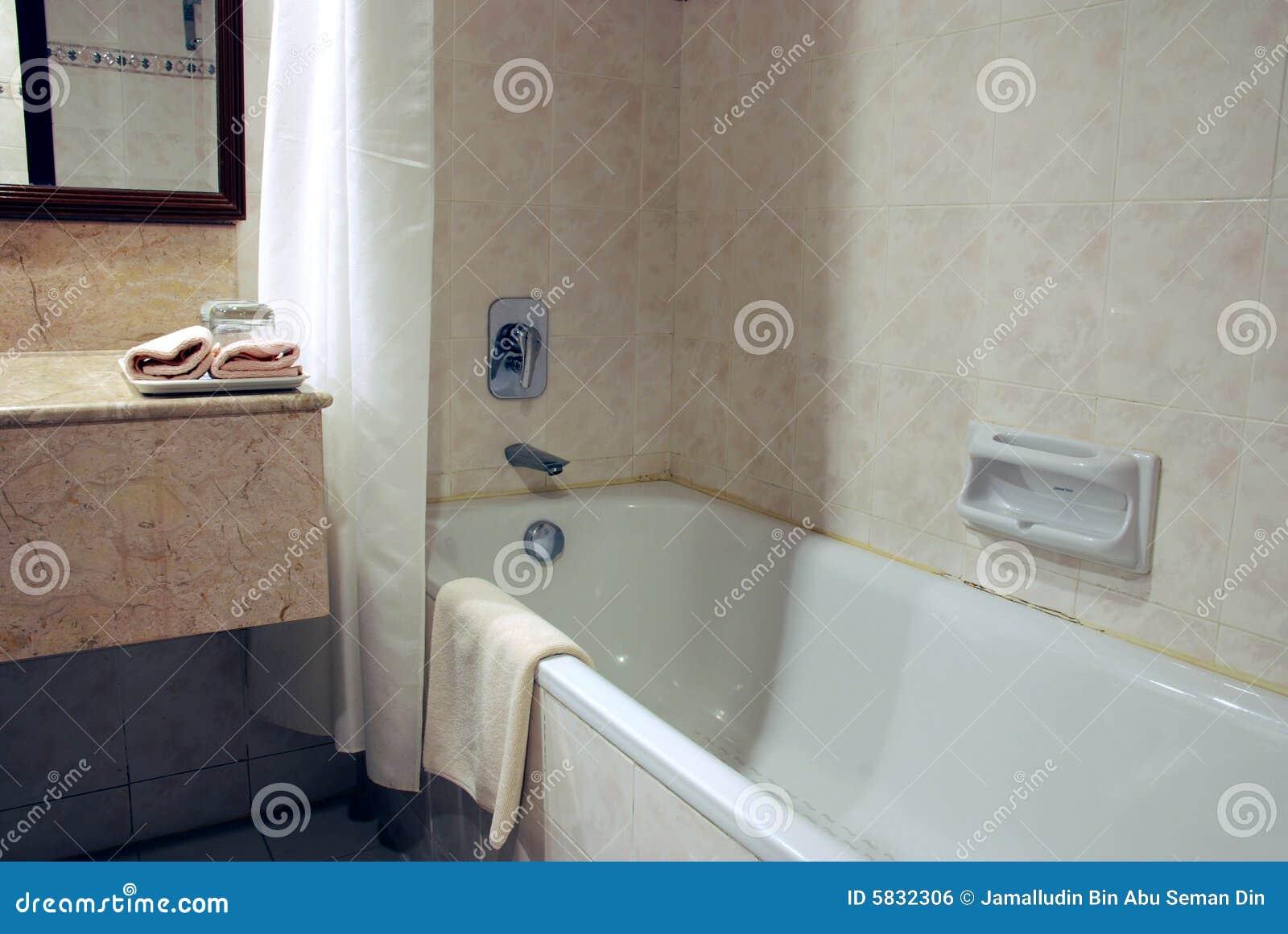 Vasca di bagno fotografia stock. immagine di interno rinfreschi