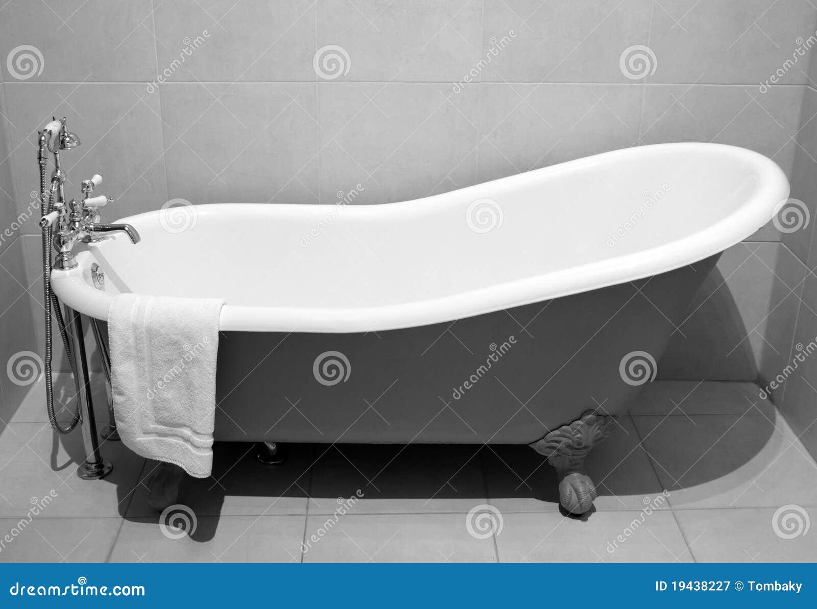 Vasca di bagno di vecchio stile con i piedini del metallo - Vasca da bagno con piedini ...