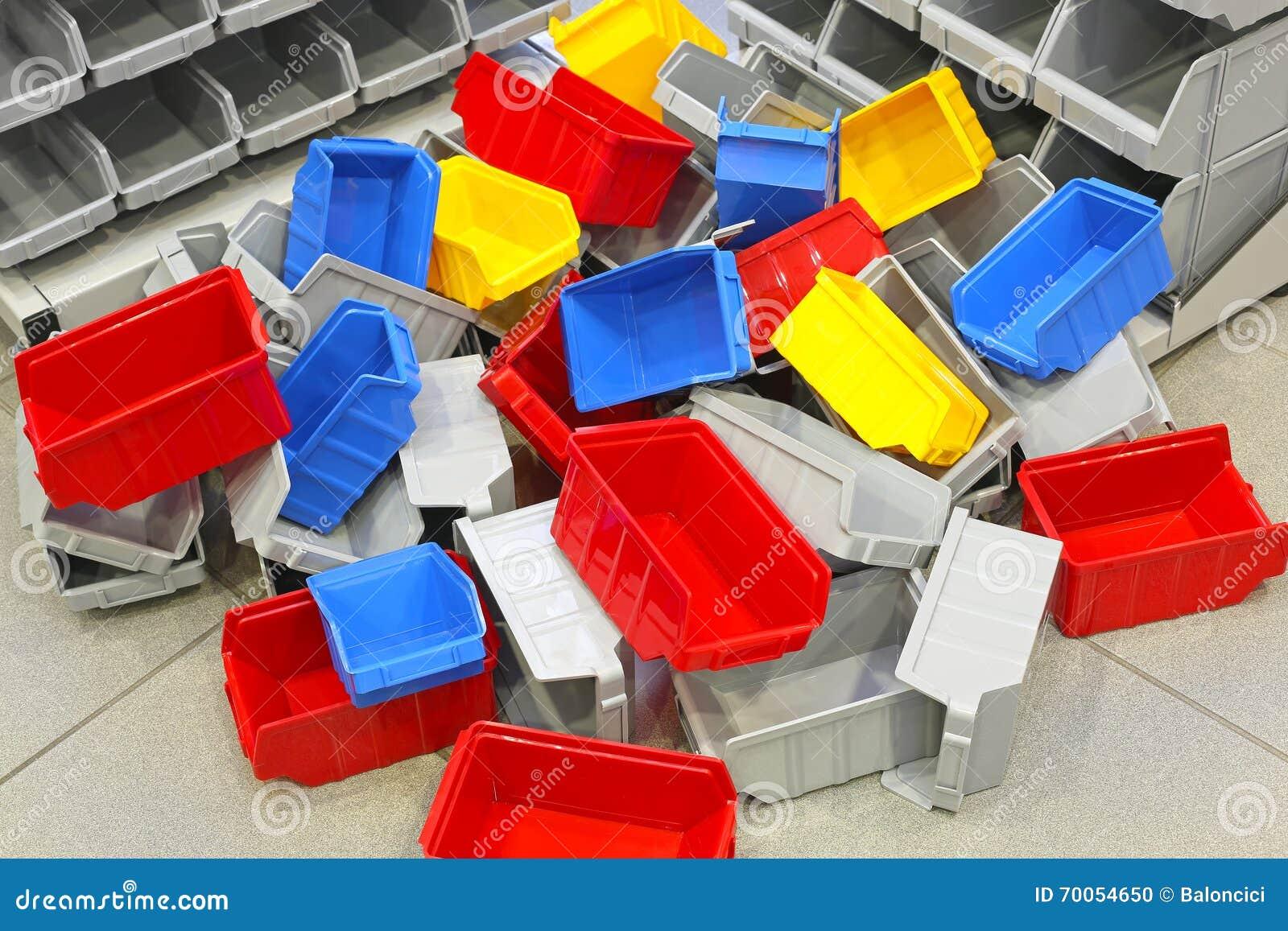 Vasche E Recipienti Di Plastica Fotografia Stock Immagine