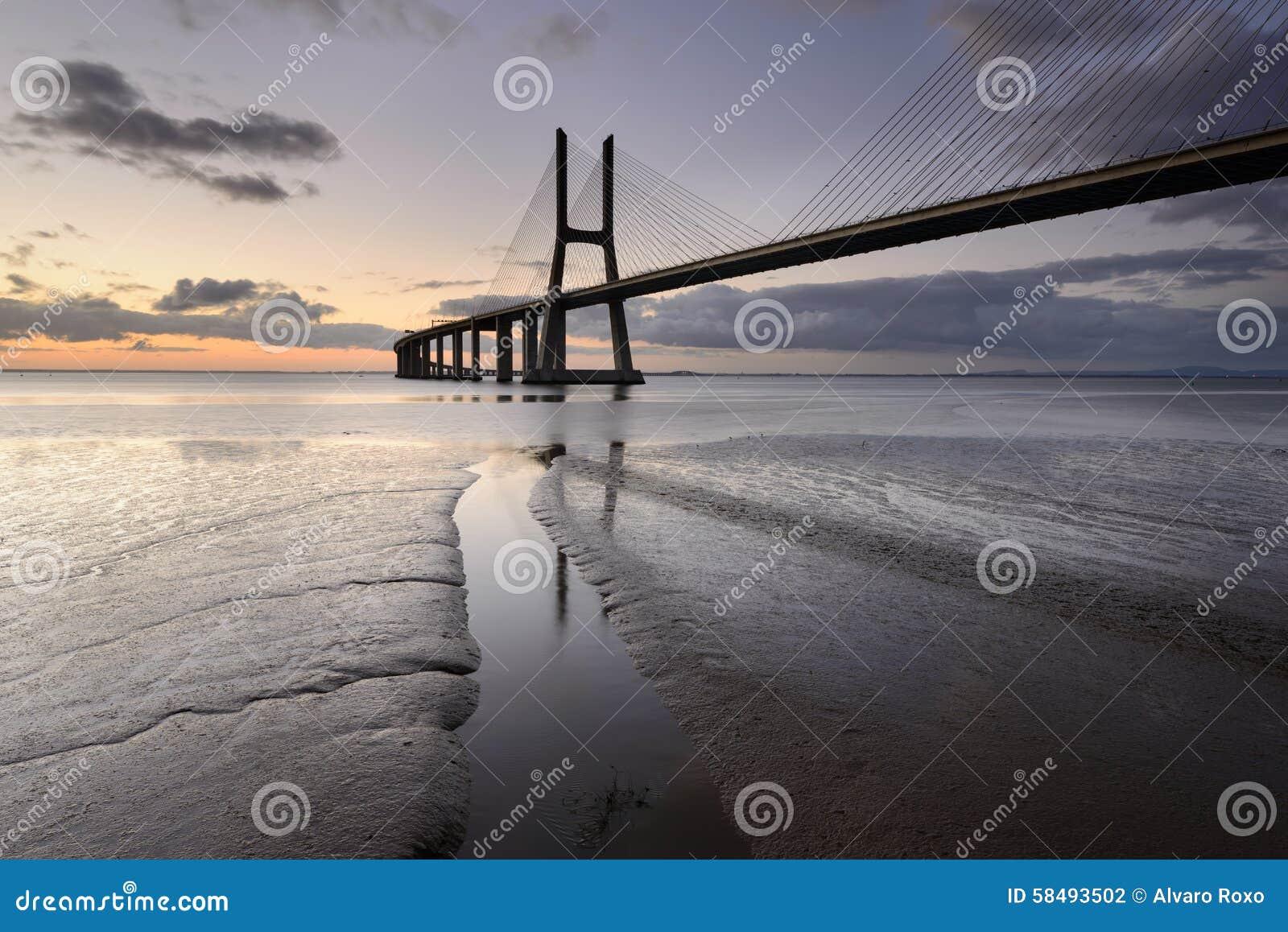 Vasco da Gama Bridge in Lissabon is een verbazende vlek
