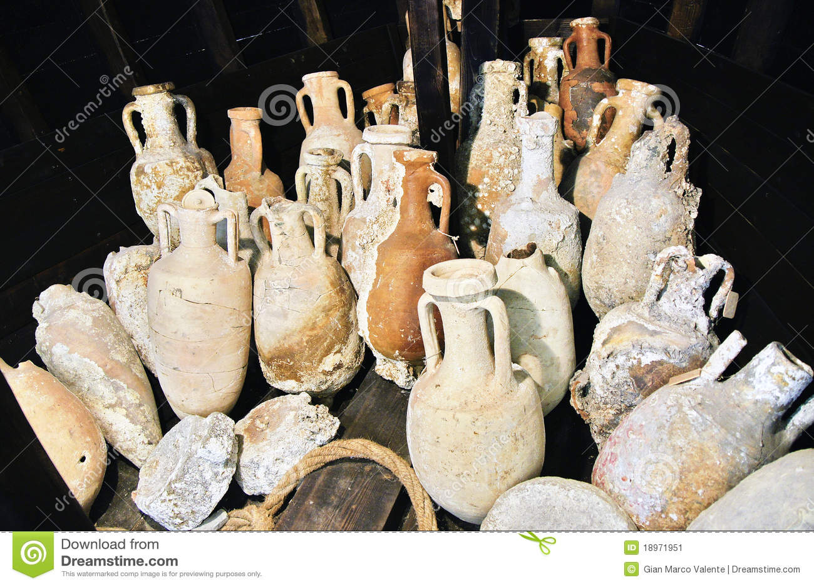 Vases romains image stock image du tableware cuvette for Vasi antichi romani