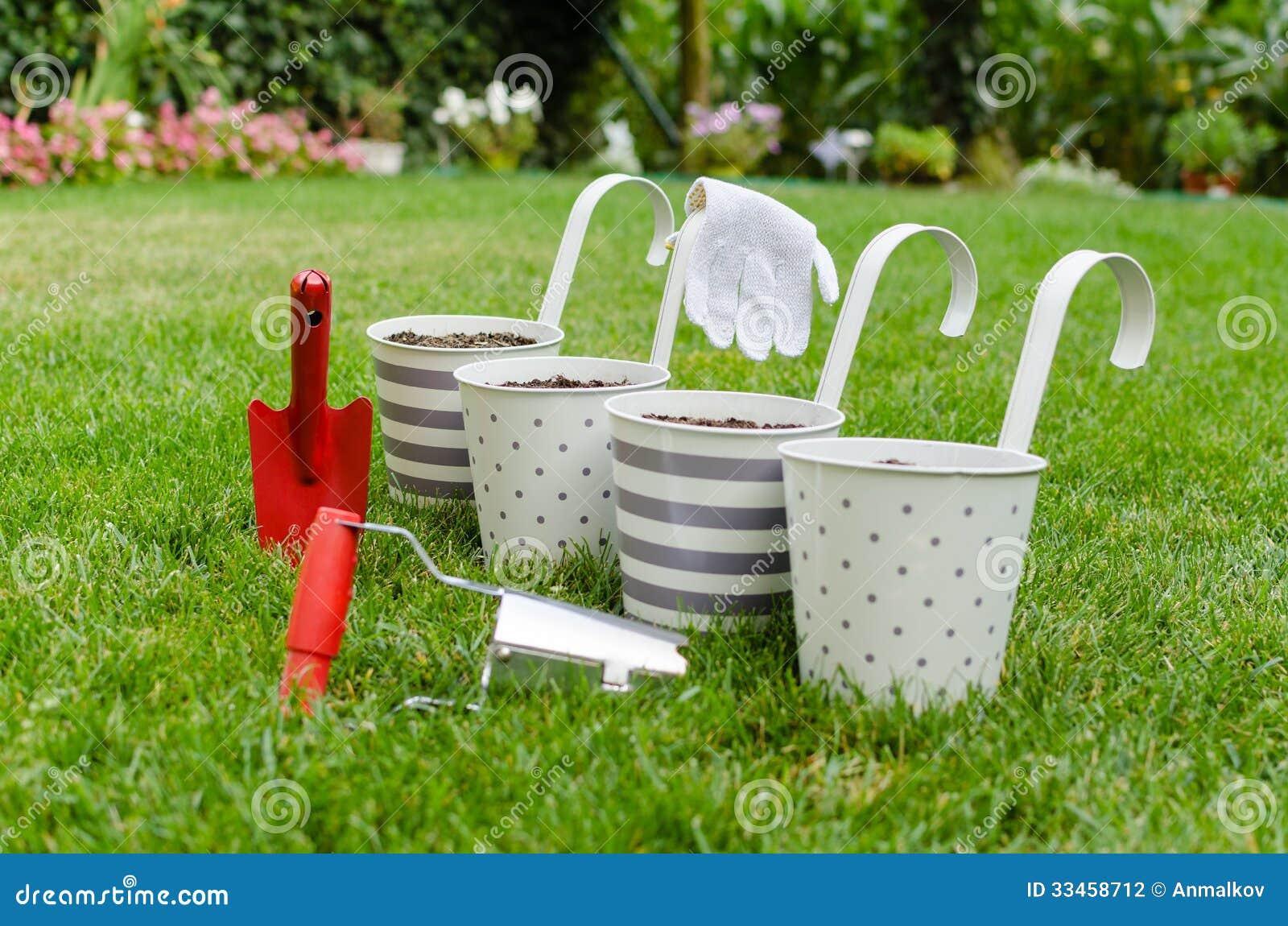 vasi da fiori e attrezzi per bricolage del giardino