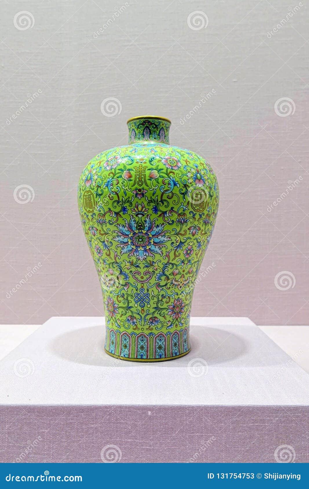 Vaso antigo da porcelana dos lombos