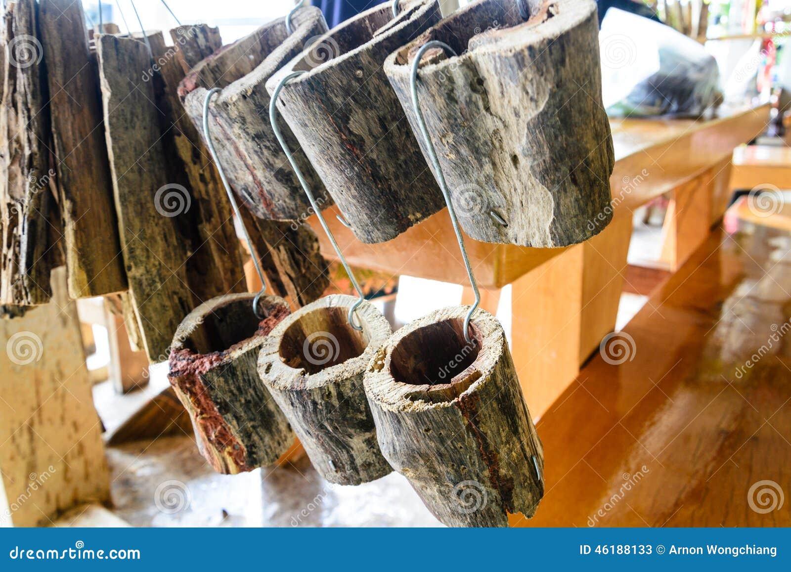 Vaso De Madeira Da Orquídea Foto de Stock Imagem: 46188133 #774416 1300x957