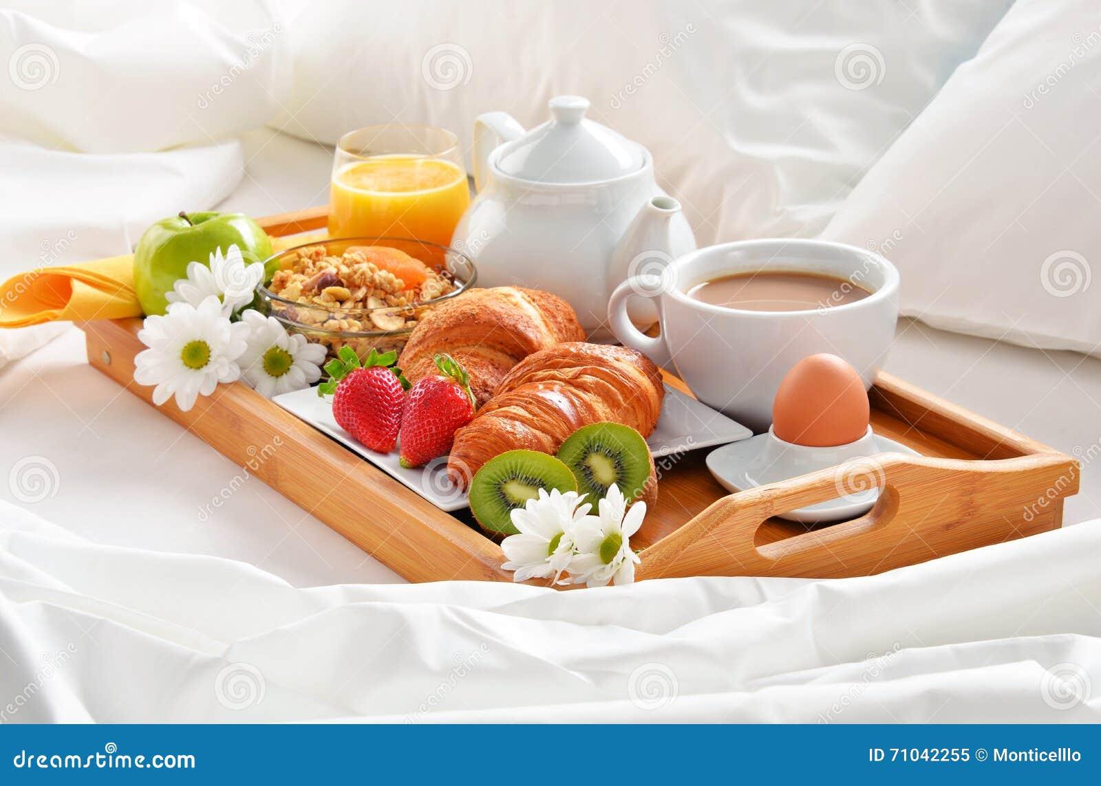 Foto di una colazione a letto design del - Vassoio per colazione a letto ...