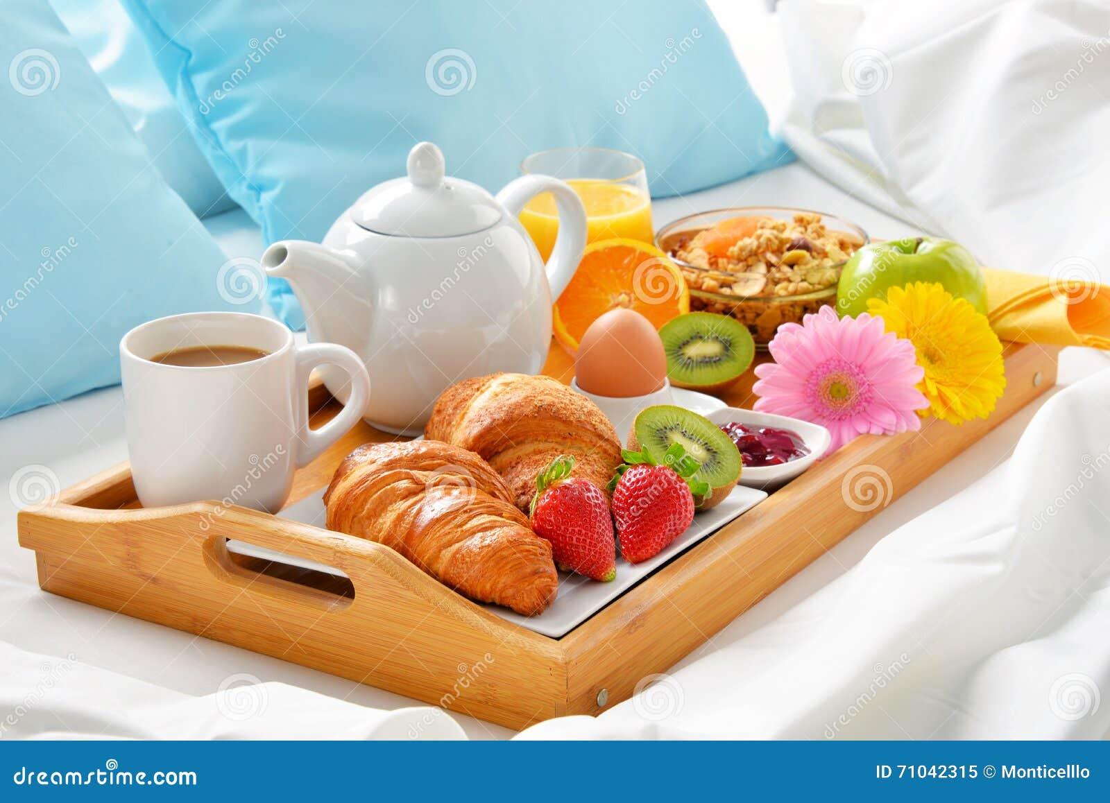 Foto di una colazione a letto design del - Vassoio colazione letto ...