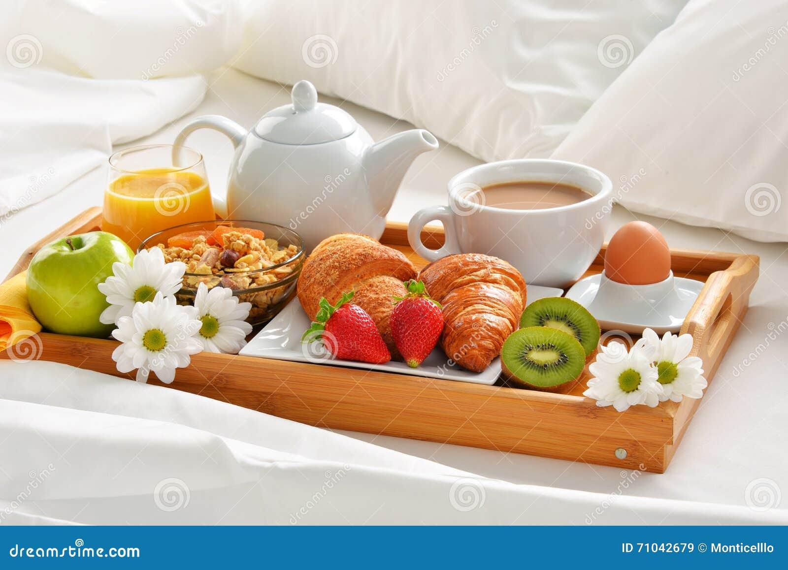 Vassoio per la colazione a letto design - Vassoio colazione letto ...