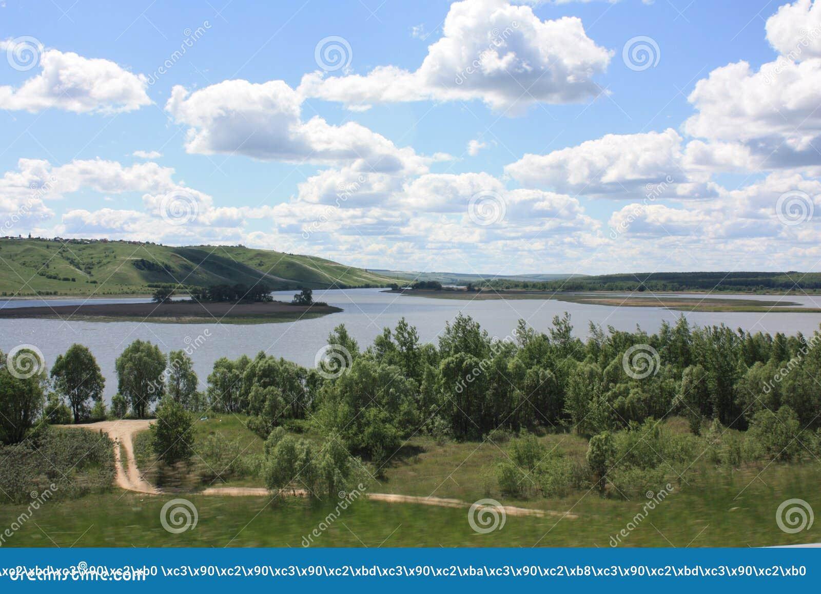Vaste étendue de la rivière