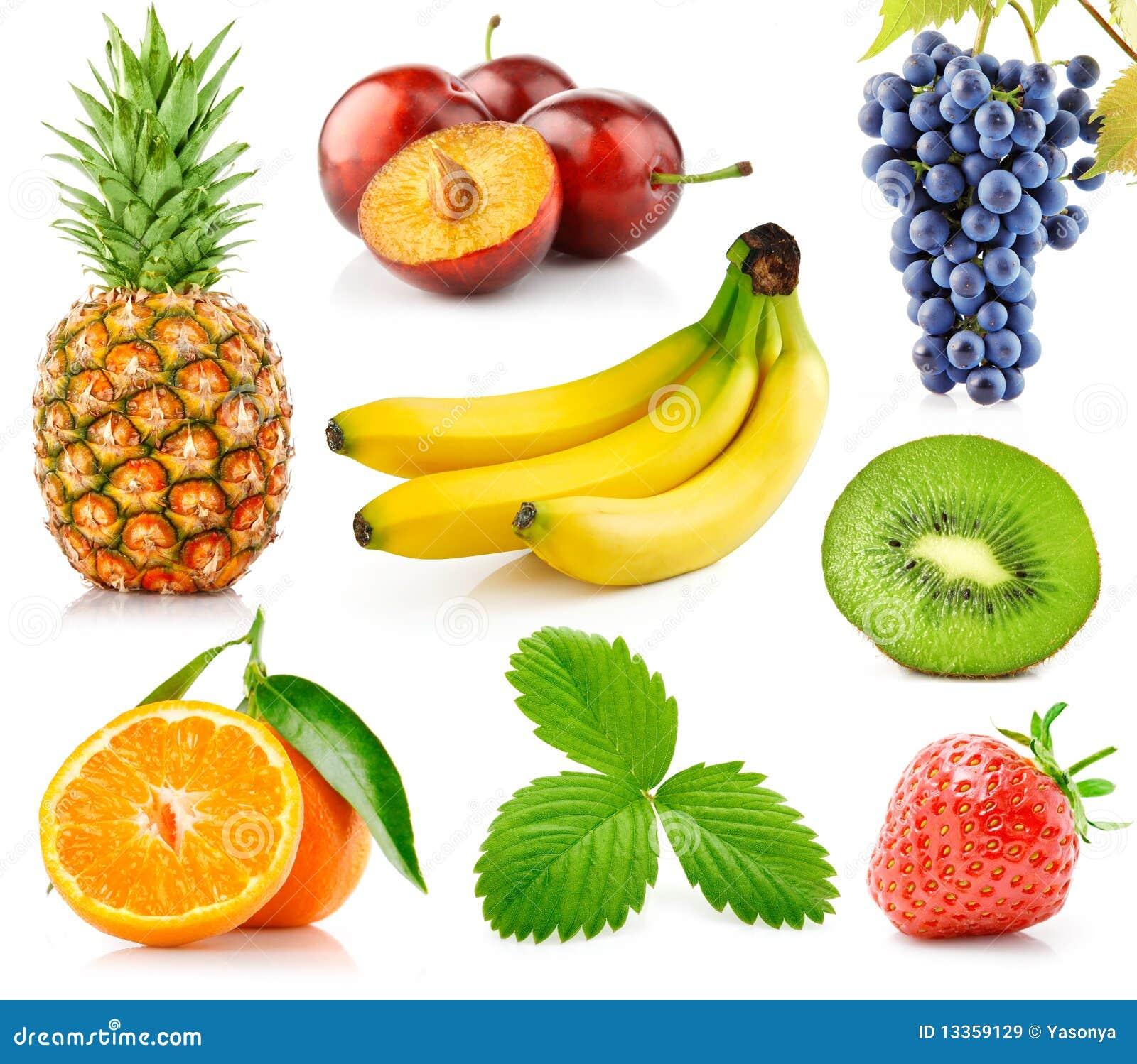Vastgestelde verse vruchten met groene bladeren